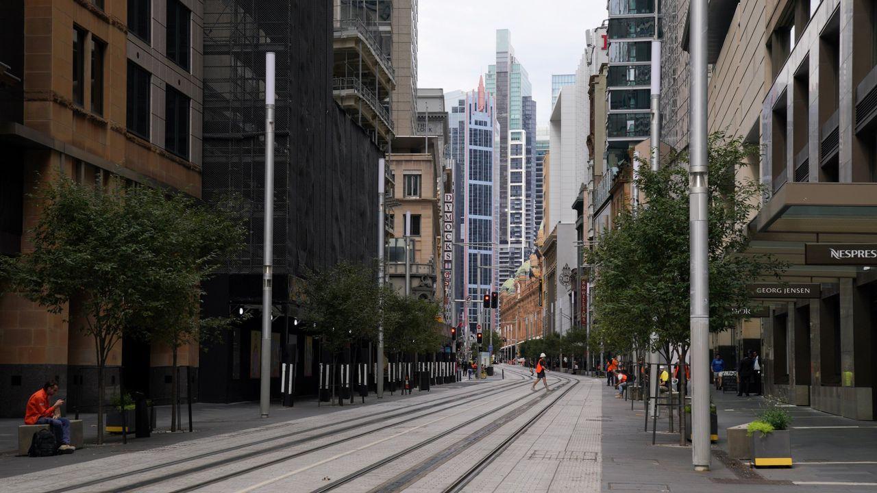 El centro de la ciudad, en su mayoría desierta, se ve luego de la implementación de reglas más estrictas de distanciamiento social, en Sydney, Australia