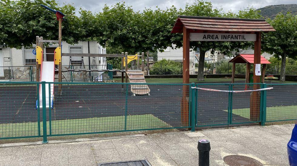 El parque de Fontei en A Rúa está precintado