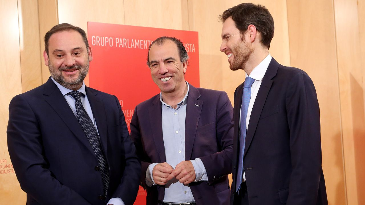 Iglesias comunica a Sánchez que renuncia a estar en el Gobierno.El ministro Ábalos durante una reunión con miembros de Navarra Suma.