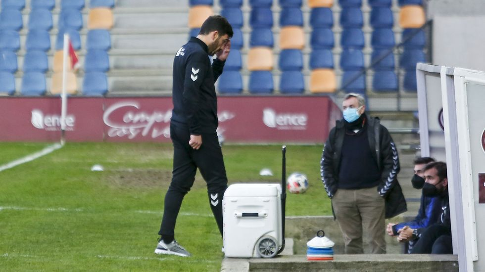 Las imágenes del partido entre el Salamanca y el Pontevedra.Eneko Bóveda, en la ciudad deportiva de Abegondo