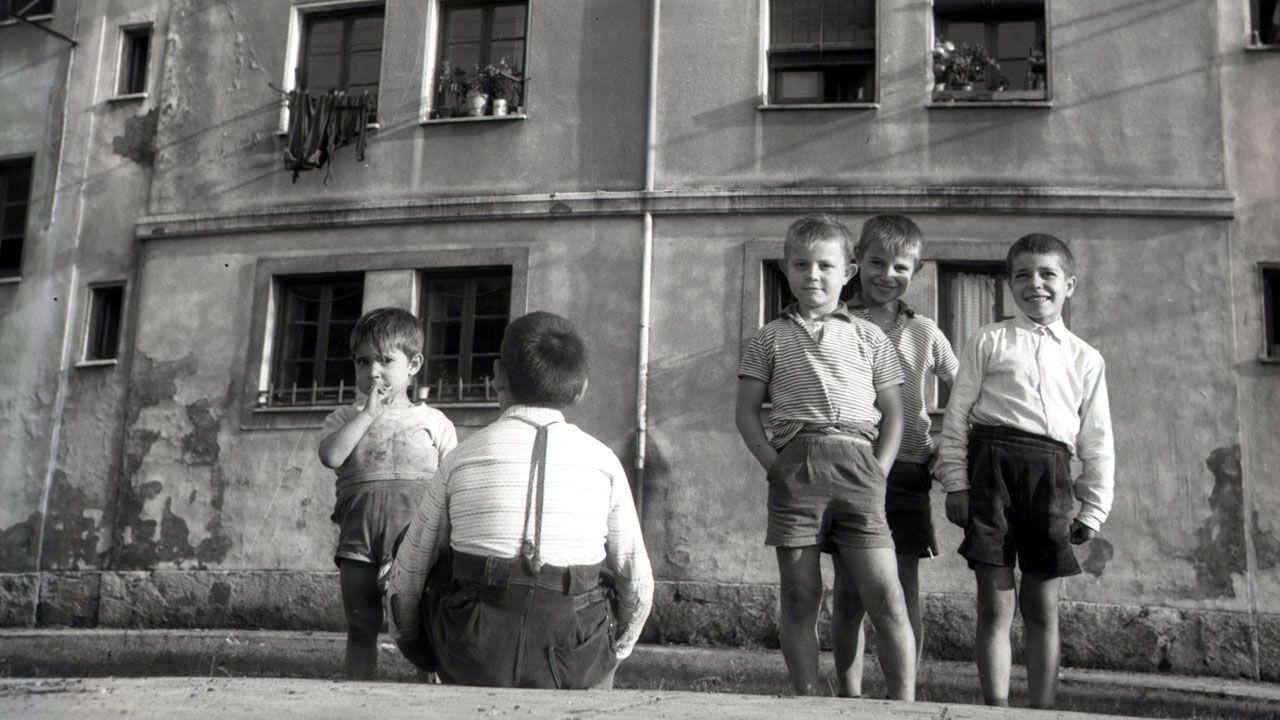 Niños en el Serrallo (Sotrondio), 1963 (fragmento)