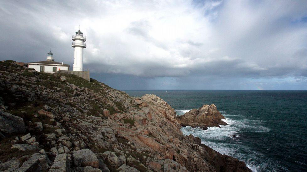 El faro de Cabo Vilán conquista a los gallegos.Imagen de satélite de la ciclogénesis.