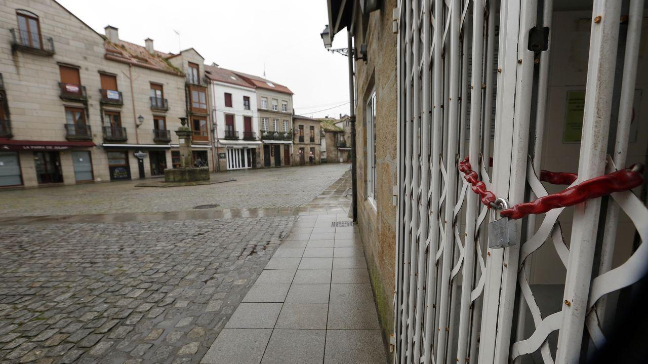 Entrada del servicio de urgencias del hospital Montecelo, en Pontevedra