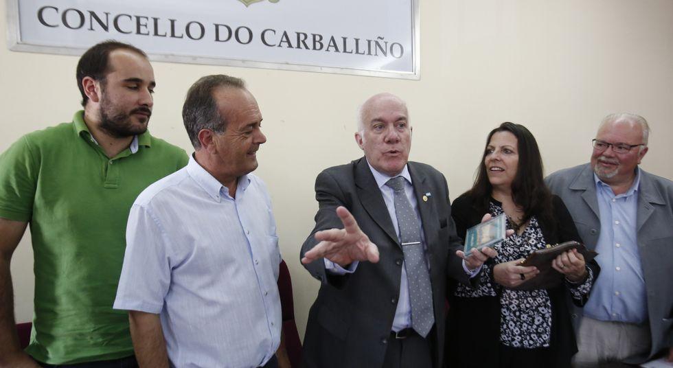 Moure, en el centro, recordó que su padre estuvo en la Banda de Música de O Carballiño.
