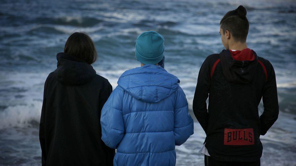 Tres adolescentes.Dakota en la reciente premiere de su nueva película, «The Peanut Butter Falcon»