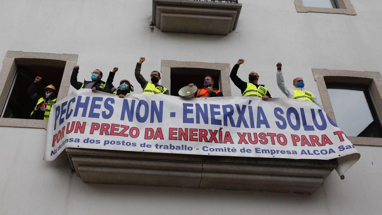 Encierro de trabajadores de Alcoa San Cibrao en el Concello de Viveiro