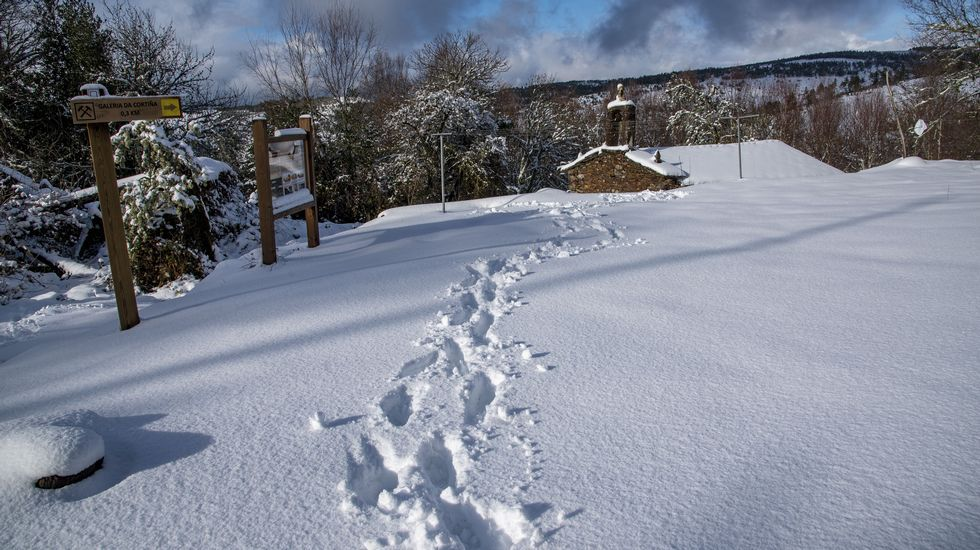 Imágenes que dejaron las nevadas en la montaña de A Pobra do Brollón.Momento de la reunión