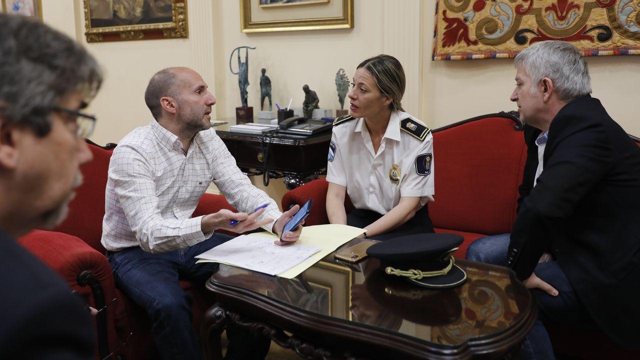 La red de trata de blancas desarticulada creó una red de pisos por todo Santiago.El último atentado terrorista atribuido a Resistencia Galega se cometió contra el Concello de Baralla en el 2014