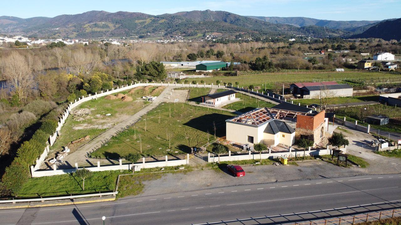 El cámping y el museo de la minería romana se construyen en un terreno de 5.000 metros cuadrados, situado en la capital del municipio, que ya está delimitado por una cerca