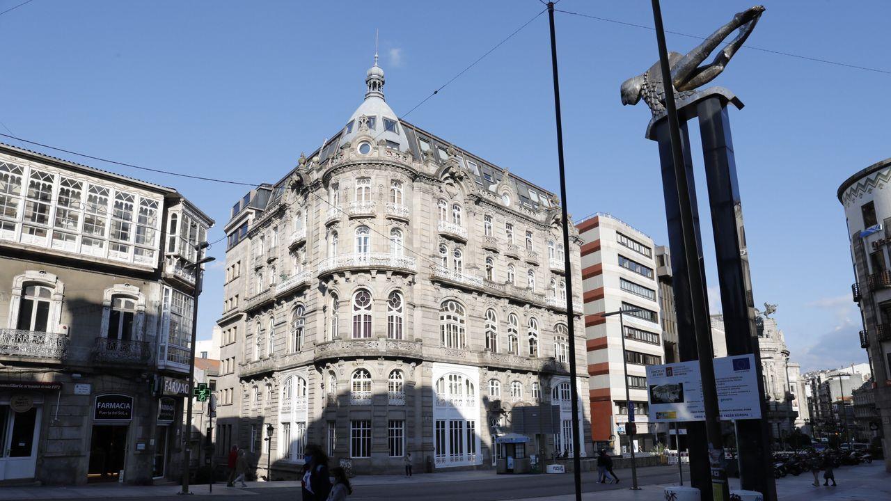 El antiguo Hospicio para niños de Oviedo hasta 1965, hoy en día Hotel de la Reconquista. El escudo de la fachada estaba muy deteriorado