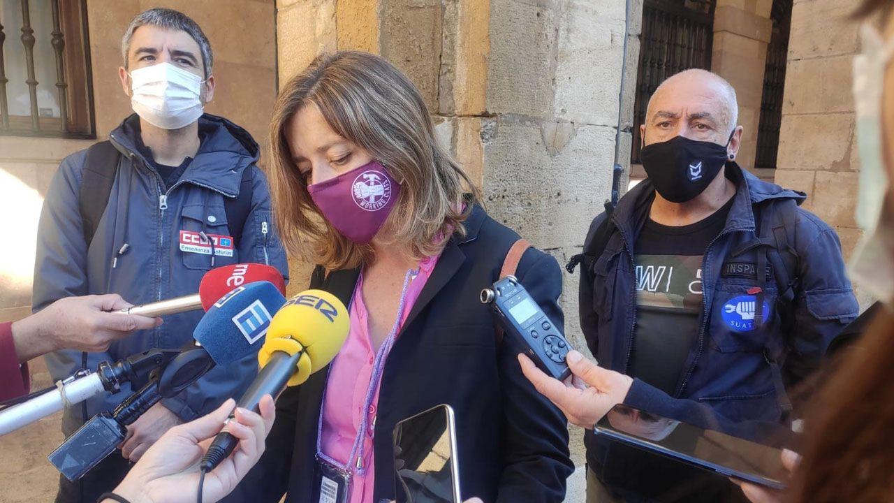 Ana Taboada, portavoz de Somos en el Ayuntamiento de Oviedo, atiende a los medios de comunicación