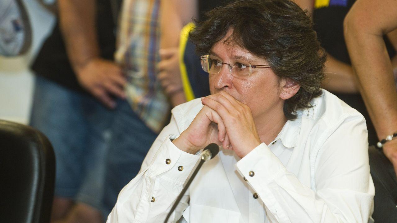 ¡Mira aquí las imágenes de la nuevasede la Policía Local de Rianxo!.Pilar Díaz, actual alcaldesa, por Esquerda Unida