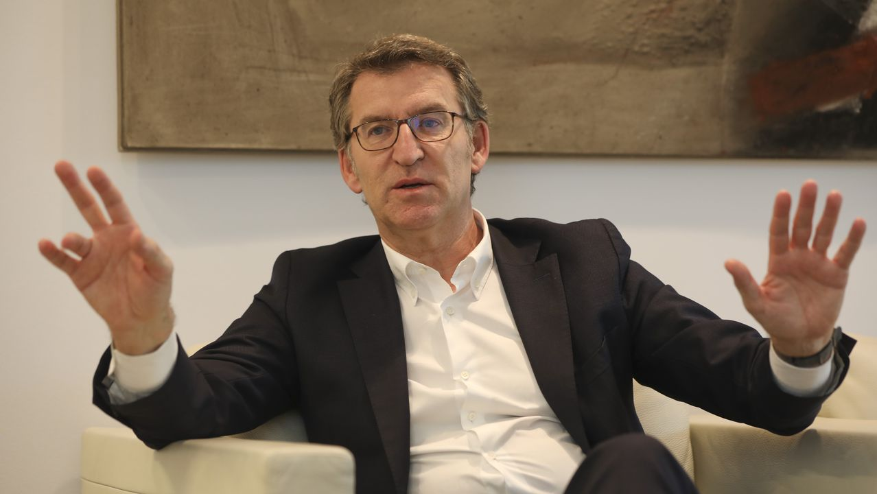 El presidente de la Xunta en San Caetano, la sede administrativa del Gobierno gallego
