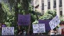 Grupos feministas a las puertas del Congreso