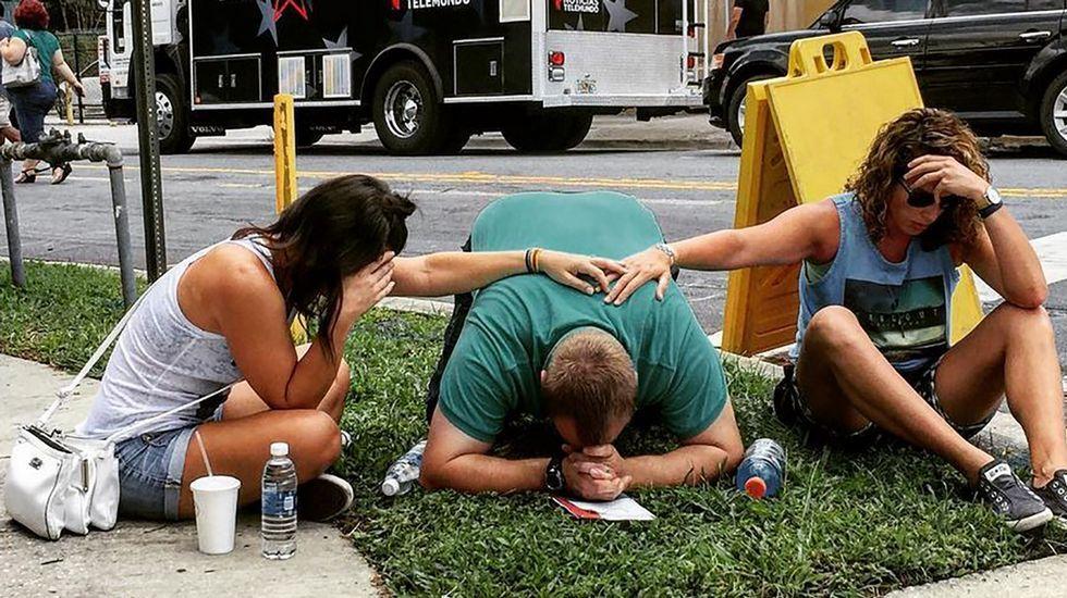 Colas para donar sangre en Orlando.