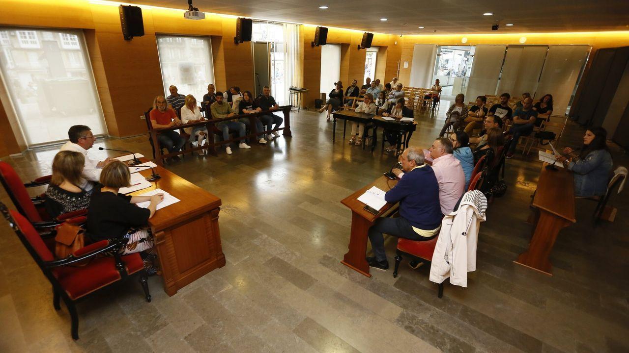 Miles de personas participaron en Oviedo en la manifestación convocada por las Asociaciones de Pensionistas de Asturias y de Gijón para protestar por la subida de las pensiones en tan sólo un 0,25 por ciento y para pedir que se blinde el sistema público de pensiones