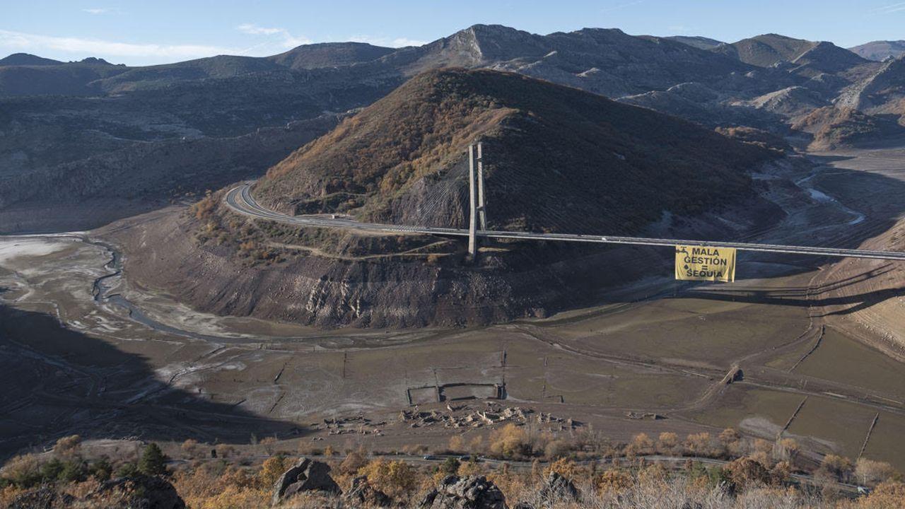 Greenpeace se cuelga contra la sequía