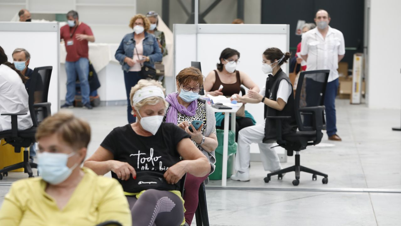 Vacunación masiva de gallegos entre 60 y 65 años en el Ifevi (Vigo)