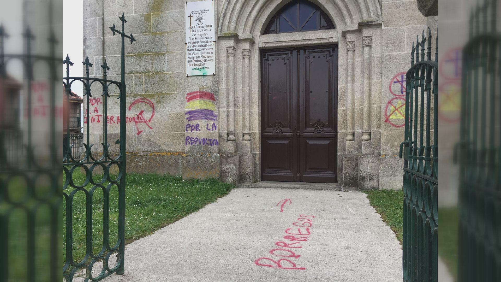 Pintadas a favor de la República en la iglesia de Maside. Los miembros de milicias a su llegada a la convención anual de la Asociación Nacional del Rifle (NRA) en Indiana