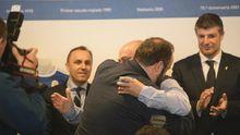 Abrazo entre Jorge Menéndez Vallina y Manuel Lafuente
