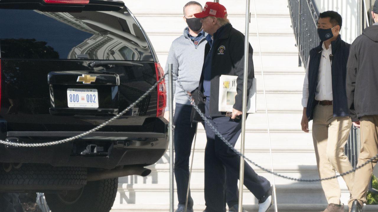 Donald Trump, este sábado a su salida de la Casa Blanca con ropa deportiva