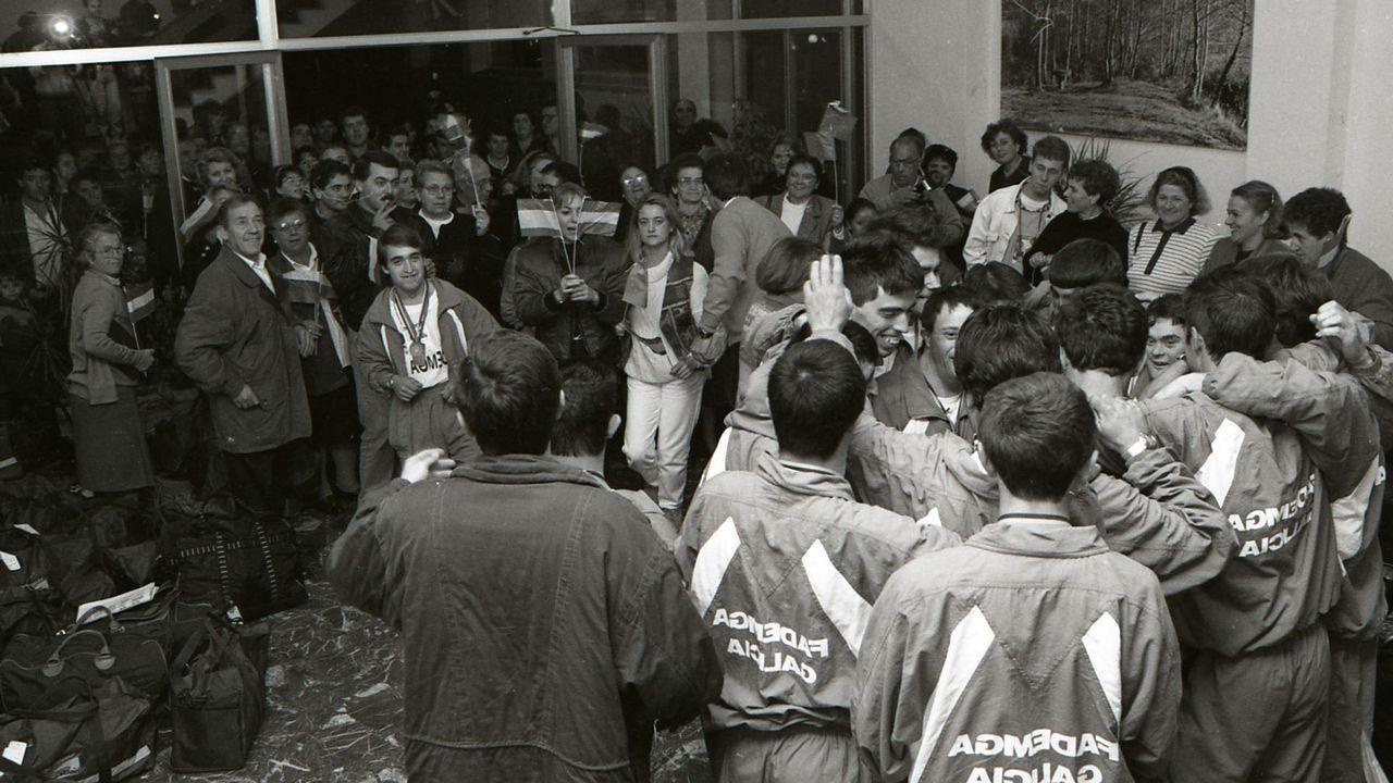 La trayectoria de Roberto González enimágenes.El expresidente del Gobierno, José Luis Rodríguez Zapatero (i), conversa con, Javier Fernández (d), en presencia de Mariví Monteserín y del secretario general de UGT en Asturias, Javier Fernández
