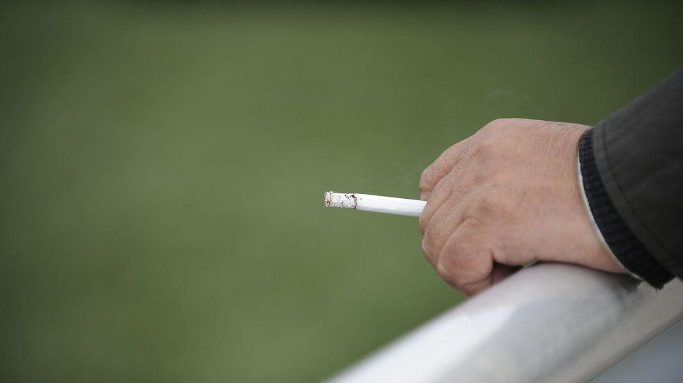 Ser fumador pasivo aumenta hasta un 30% el riesgo de ictus o infarto.Así daban notoriedad al Día Mundial sin Tabaco del pasado año los alumnos del colegio Divina Pastora de Ourense