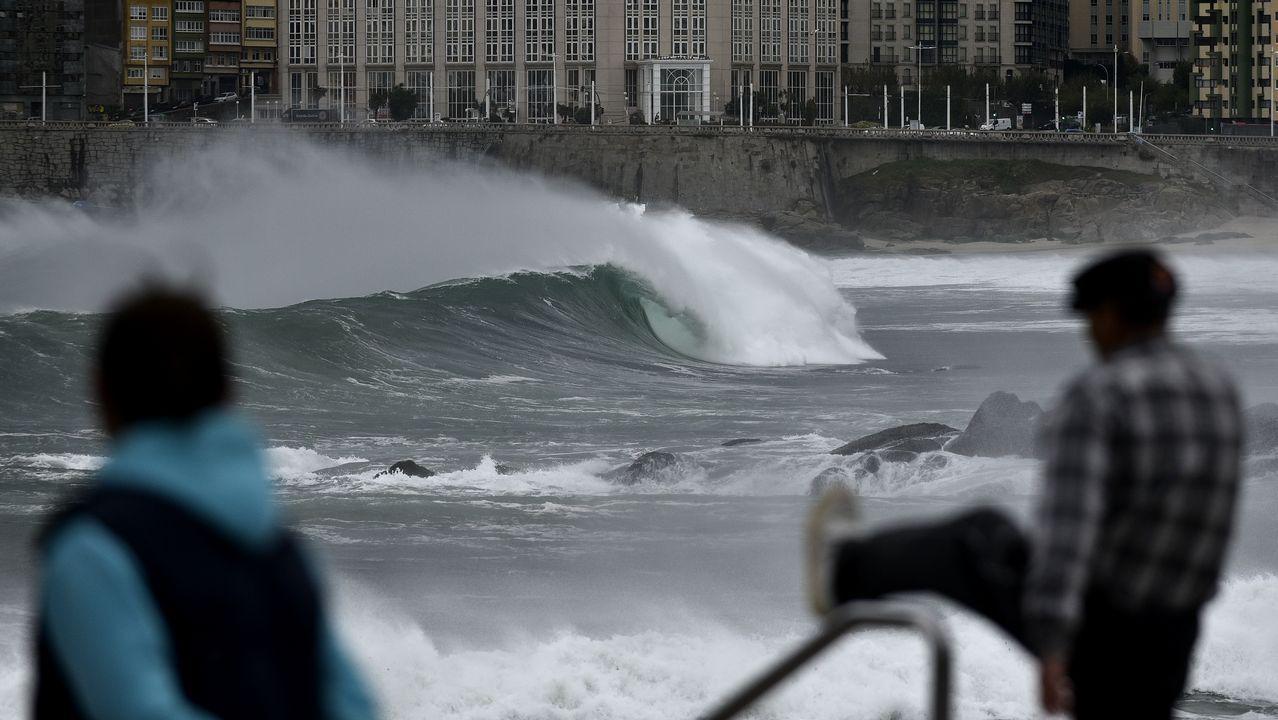 Las imágenes del ciclón Carlos en A Coruña.El río Anllóns se desbordó a su paso por Carballo