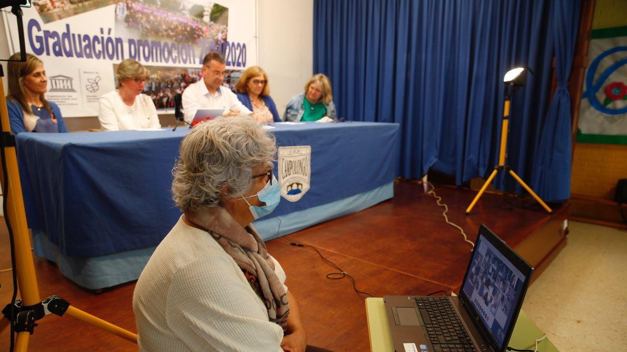 Jugadores del Pontevedra CF durante una visita que hicieron en el 2019 a la escuela de educación infantil O Grupo, de Marín