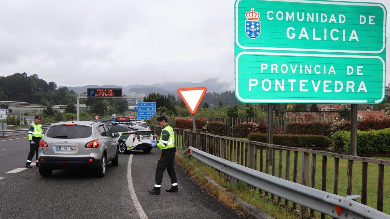 Control de la Guardia Civil en el límite de la provincia de A Coruña con la de Pontevedra