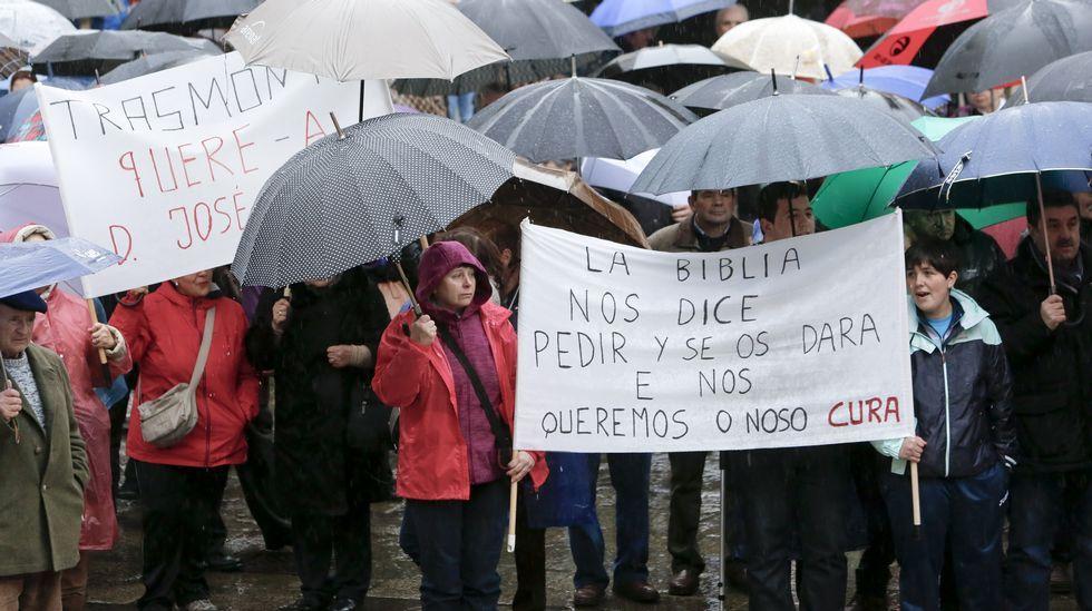 Vecinos de Friol y de Guitiriz se mojan por su cura