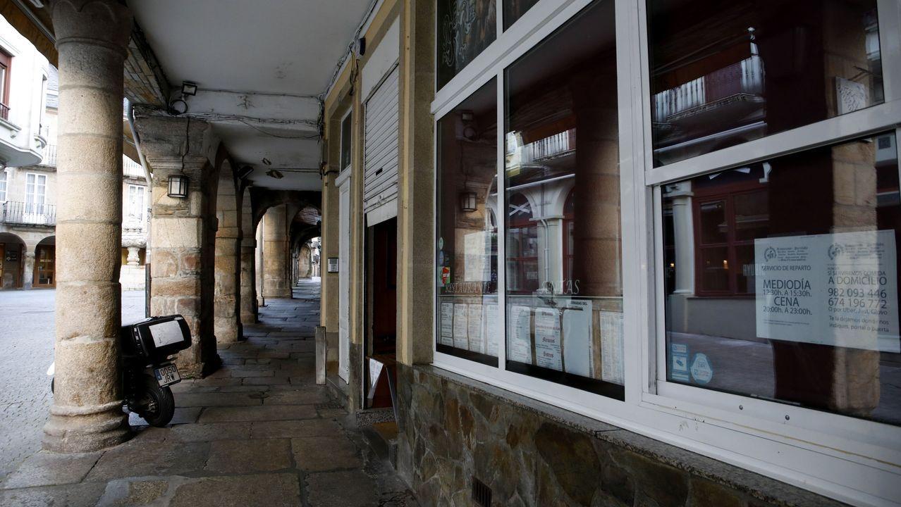 Verbena cada noche en Acea de Olga.Algunos restaurantes de Lugo mantienen abierto el servicio a domicilio