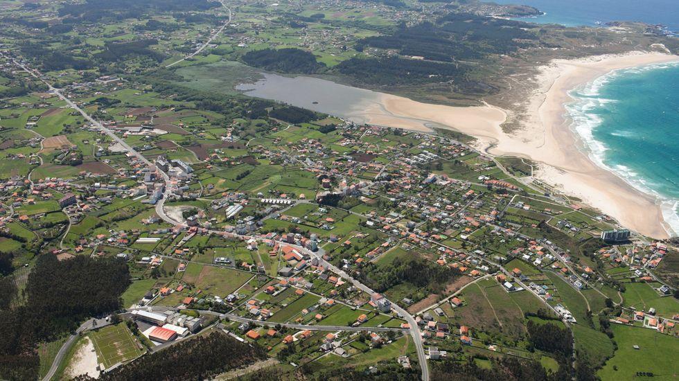 Embarcan a Rube, el lobo marino recuperado.Vista aérea del municipio de Valdoviño, que se incorpora a los municipios de la comarca con máximas restricciones