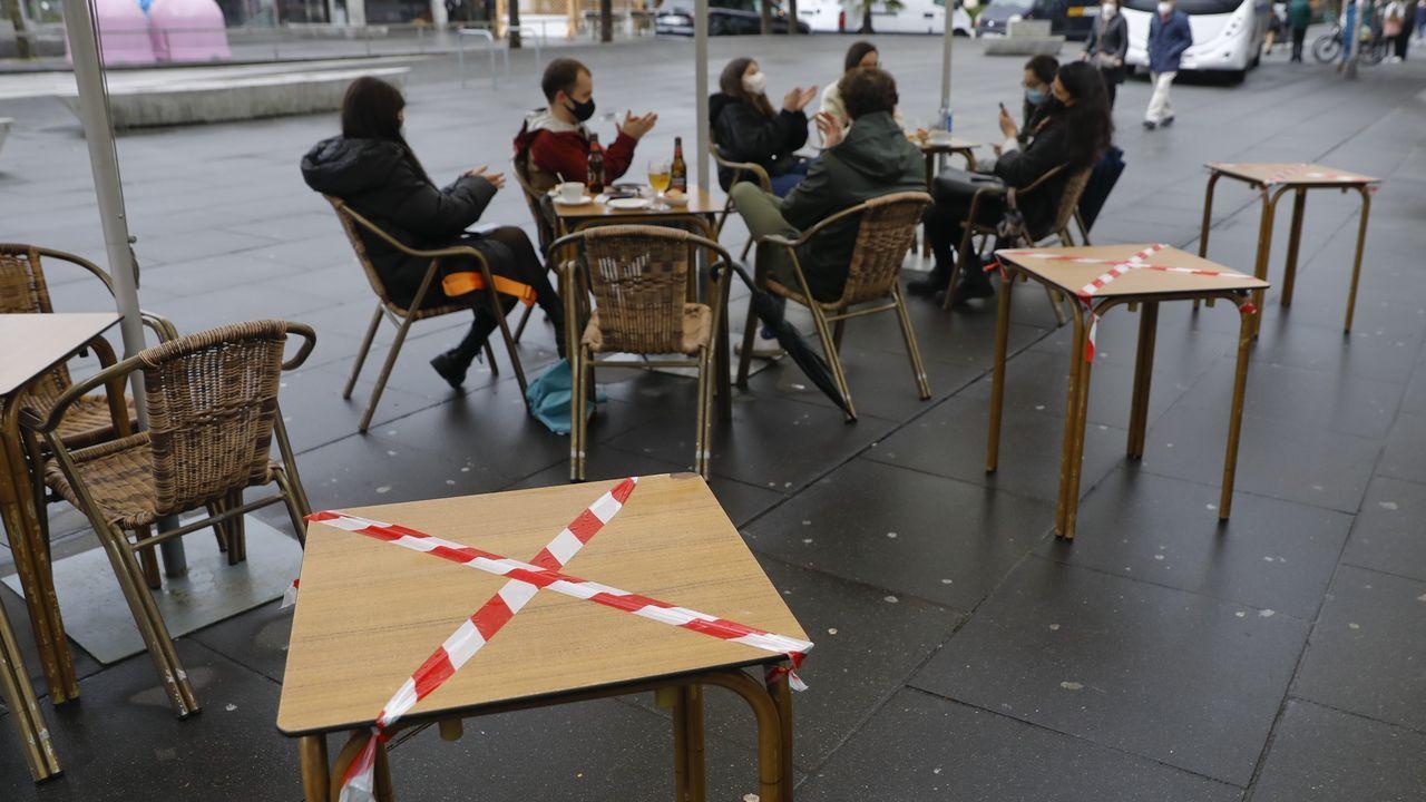 Las mesas que no se puedan usar en las terrazas tienen que estar precintadas