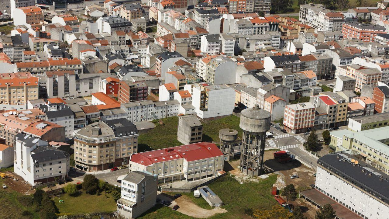 Vista de la zoan de O Choris en el casco urbano de Carballo, municipio que bate su récord de población