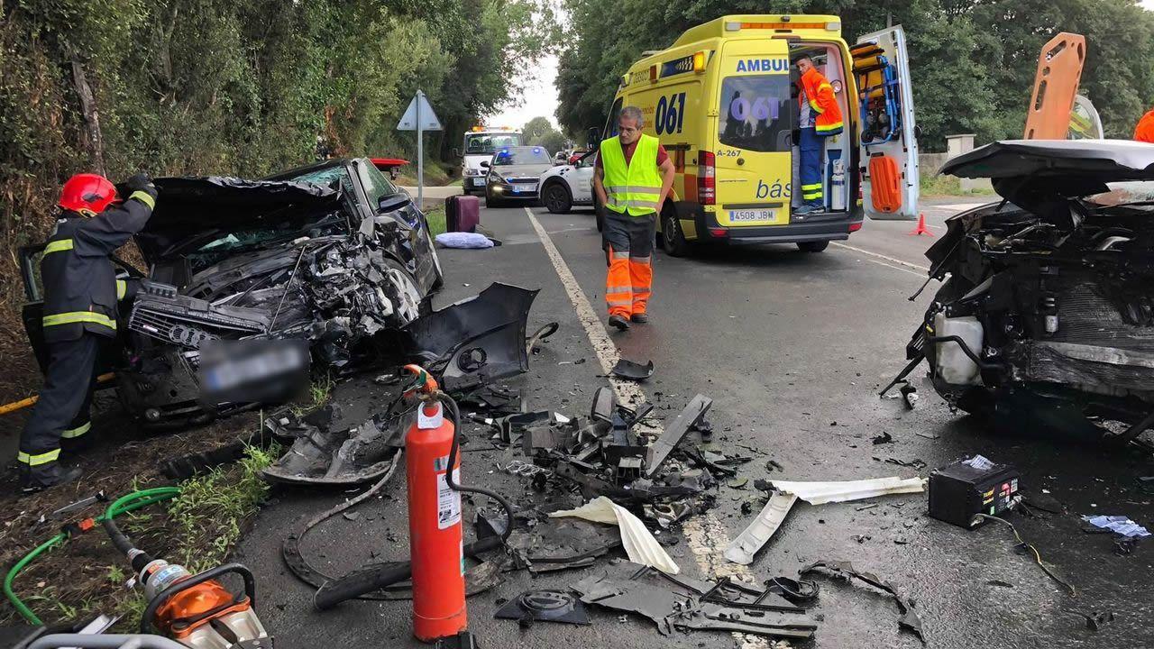 Así quedaron los dos coches implicados en una colisión en Melide