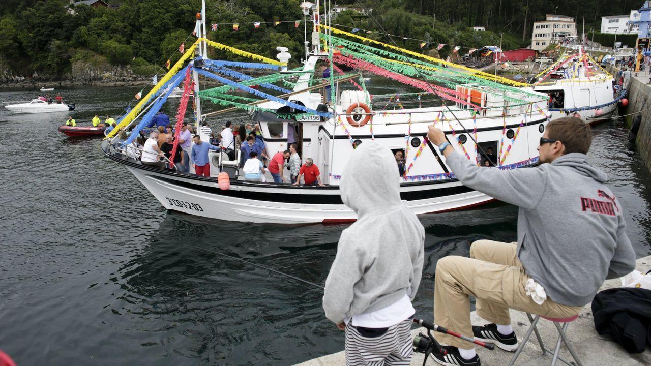 Primera excursión de Aspace Coruña desde el confinamiento.En la imagen, una celebración de archivo de la procesión del Carmen en Lorbé, que recuperó la salida marítima hace varios decenios, pero este año la comisión de fiestas ha decidido que la veintena de pesqueros que se sumaban, además de los recreativos, no salgan al mar