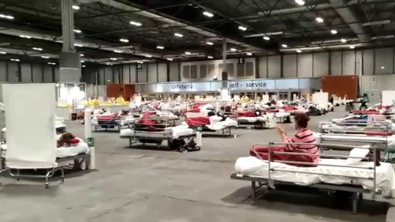 Los pacientes con coronavirus ingresados en el Ifema de Madrid aplaudiendo a los sanitarios