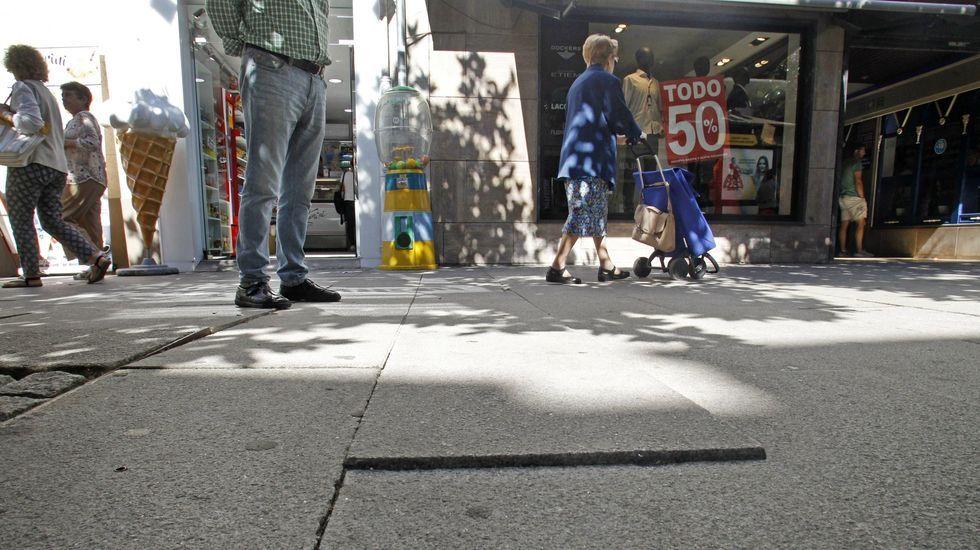 Mariñanos en FITUR.Detalle de la marquesina de la estación de autobuses, que está sucia y desvencijada