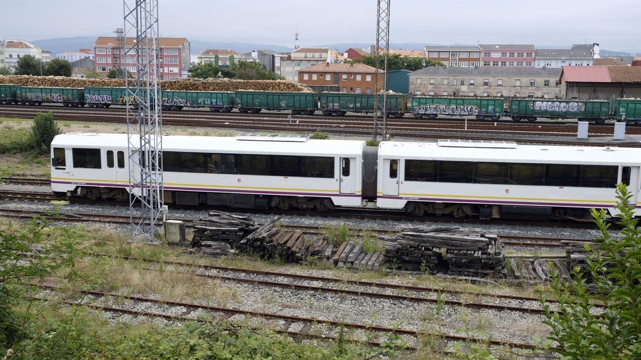 El tren de las 10.45 horas salió puntual, ayer, de la estación de Ferrol