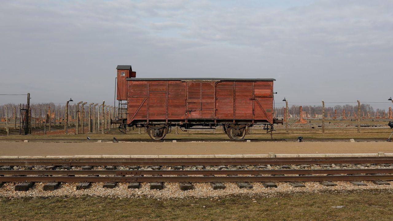Vagón utilizado para transportar judíos al campo de Auschwitz durante el Holocausto, en una imagen tomada hace unos días