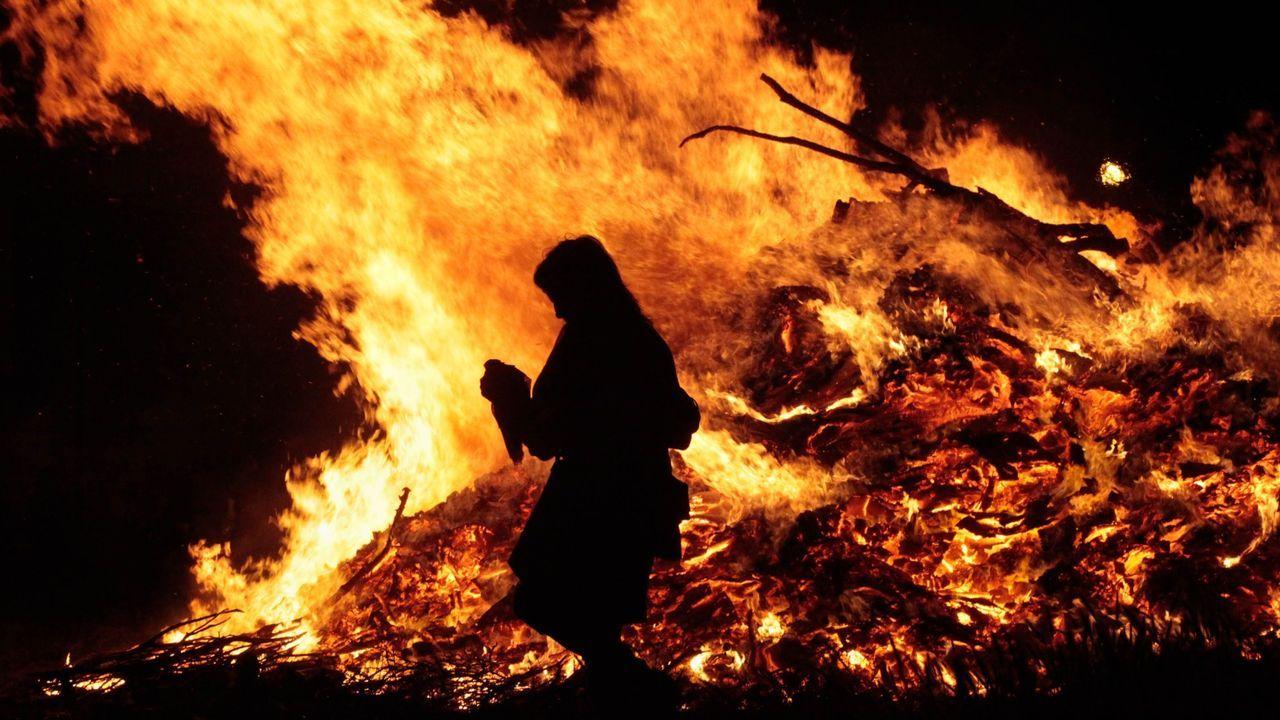 Un sábado de Arde Lucus marcado pola pandemia.Lugo se quedará sin hogueras de San Juan este año
