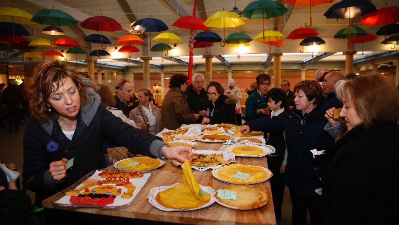 La Festa da Filloa reedita el éxito.Participantes en la fiesta de Coirós