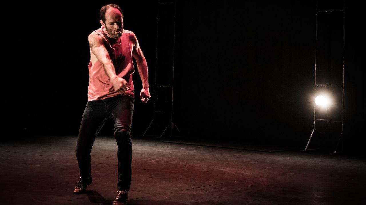 El gallego Diego Anido, durante los ensayos de la pieza «O deus do pop», que puede verse este jueves