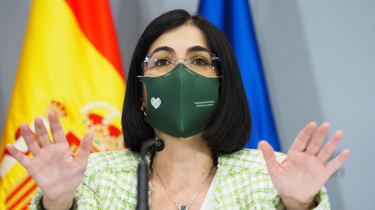 EN DIRECTO: La ministra de Sanidad anuncia la decisión de España sobre la vacuna de AstraZeneca.Vacunación de personas de 60 a 65 años en el Hospital de Verín