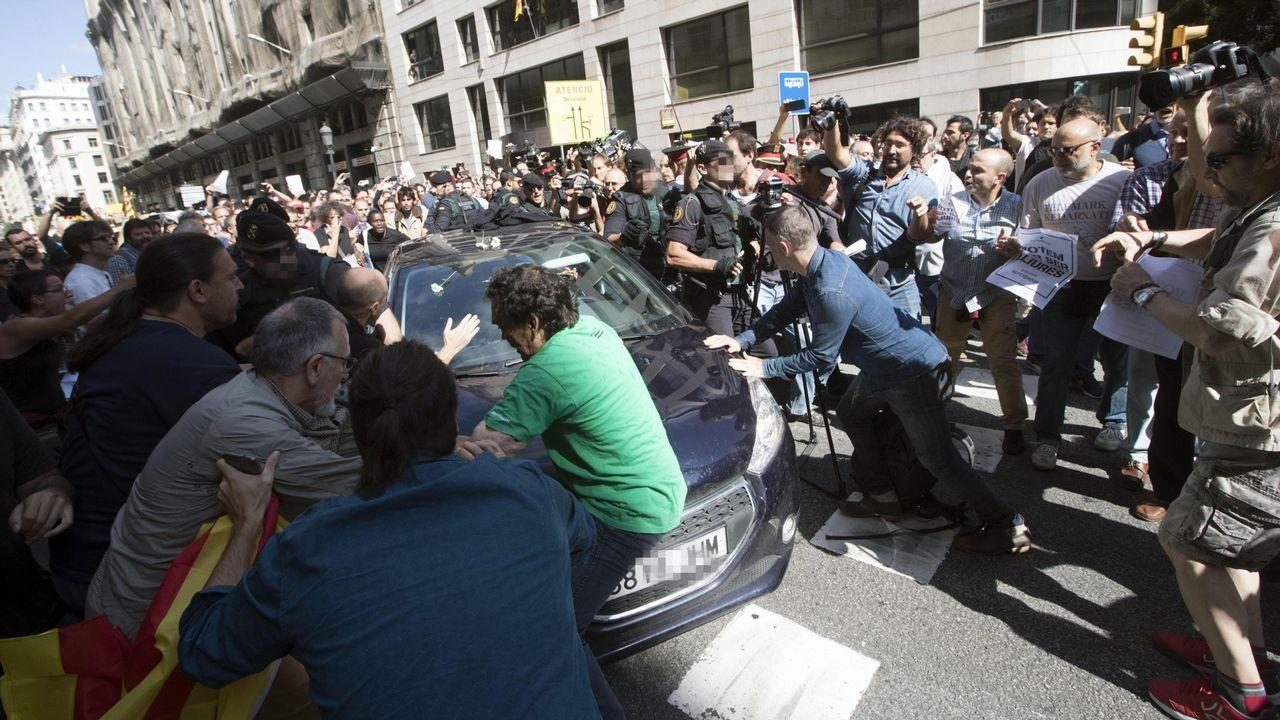 Incidentes en la Vía Laietana durante los registros en la consellería de Economía de la Generalitat