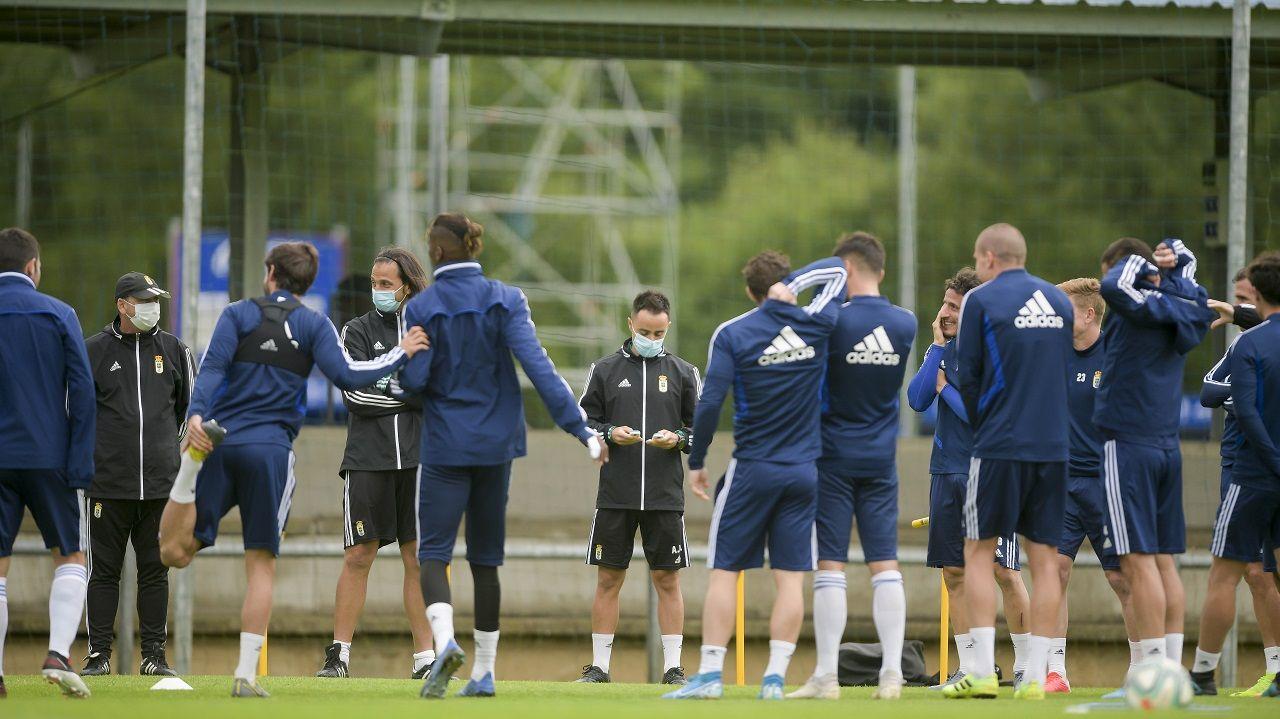 Los jugadores del Oviedo antes de un entrenamiento