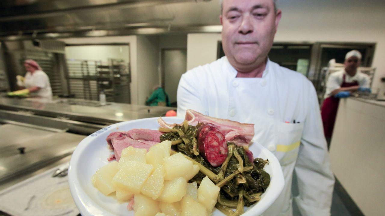 Así es la cocina del HULA, en la que el cocido es el plato estrella