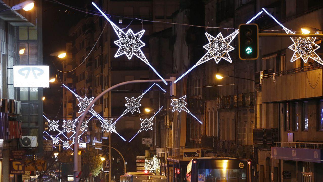 LUCES DE NAVIDAD EN OURENSE.En la ciudad, el alumbrado navideño se encendió la noche antes del puente de la Constitución