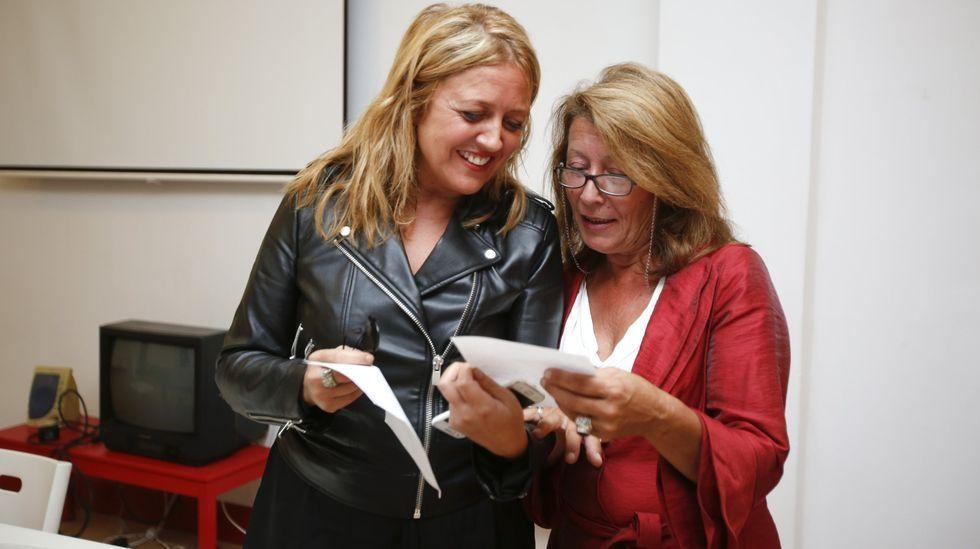 La entonces diputada Paloma Rodríguez junto a la secretaria general del PSOE en Ferrol, Beatriz Sestayo, en 2015